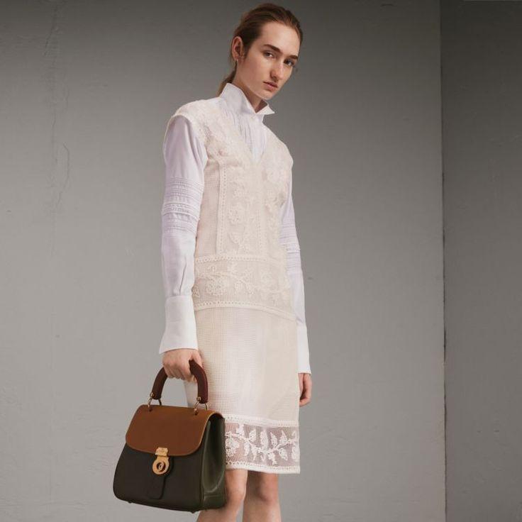 Panel-Kleid im Netzdesign mit floraler Makramee-Spitze
