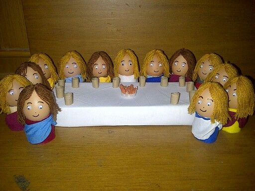 the last supper of Jesus and his twelve apostles - egg shells creation