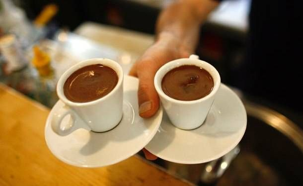 ΕΕ: Στην Ελλάδα βρίσκουν εύκολα δουλειά σερβιτόροι, μπάρμαν και ανειδίκευτοι