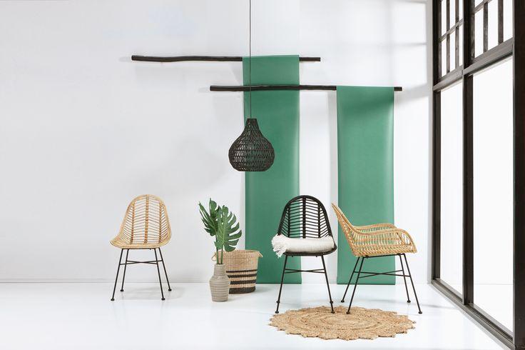 Dé trend van dit voorjaar: rotan meubelen! Rotan stoel Trevi is nieuw in ons assortiment en kost 75,-! Ga jij voor de zwarte of de naturel variant? #rotan #stoel #eetkamerstoel #woonkamer #kwantum #wonen #interieur #woontrend #wooninspiratie