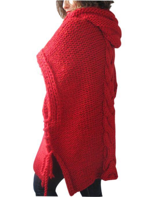 Questo poncho è a mano a maglia con cavo maglia modello. È fatto con filato di alpaca. Ha un cappuccio. Si può indossare il vostro top o sui cappotti. È molto caldo ed accogliente.   Qualsiasi domanda, appena convo.   ---Fatto in un ambiente privo di animali e fumare--.  ---Tutti a mano alluncinetto e a mano a maglia gli articoli dovrebbe essere mano lavata in acqua tiepida con un detergente delicato e coricata a secco