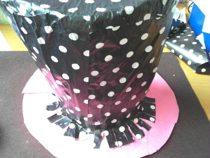 sombrero payaso hecho con cartón papel regalo cartulina