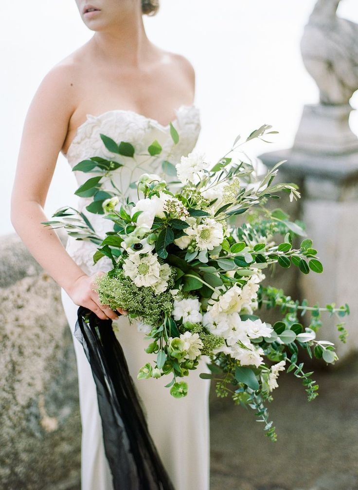 Organic greenery wedding bouquet | Photography: Rebecca Yale