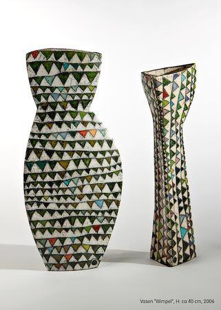 Het lijkt op een strapless jurk, maar het is een vaas. - door Ute Grossmann  