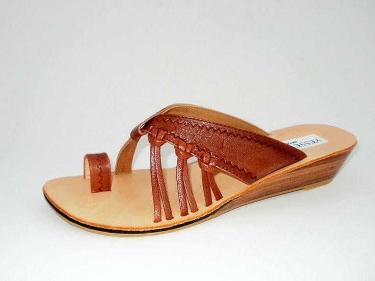 Sandalia de cuero de chivo repujada #sandals #madeinperu #leather #stely #moda #peru #cuero #sandalia  #shoes  #summer