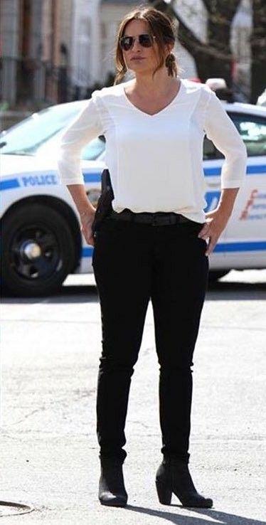 Mariska hargitay / lieutenant Olivia Benson #Svu18Finale #Sanctuary White Blouse, black ankle boots.