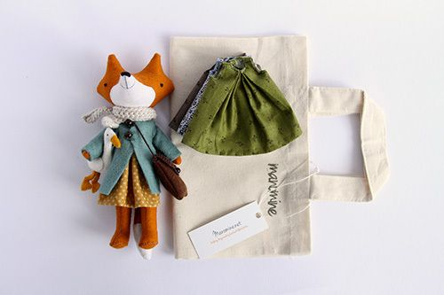 Fox Gina is 18cm (7inches) tall, needs assistance with standing up on her own, but can sit and move her little arms and legs.Comes with 4 dresses, felt coat, knitted scarf, shoulder bag and mini friend goose Bling.This set includes small canvas carry bag that fits all of these little things in for an easy take a long!Made from 100% wool felt, cotton, filled with polyester