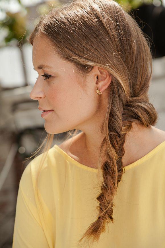 Hair-Tutorial mit Stylistin Sina Velke: Wie flechte ich einen (Messy) Fischgrätenzopf?