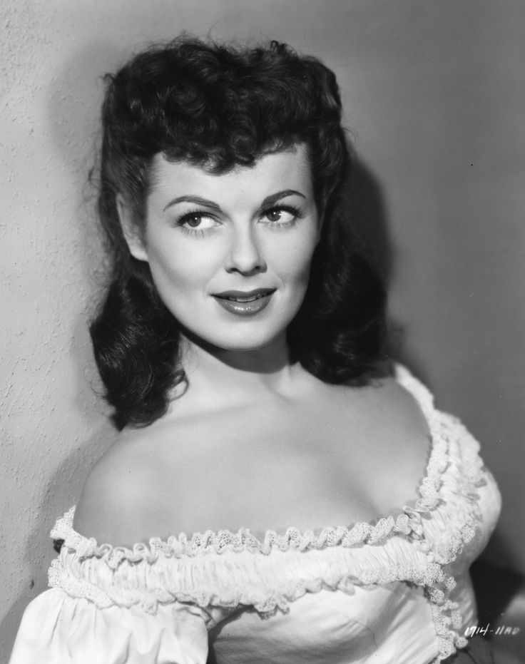 Barbara Hale, who played Della Street on 'Perry Mason,' dies at 94