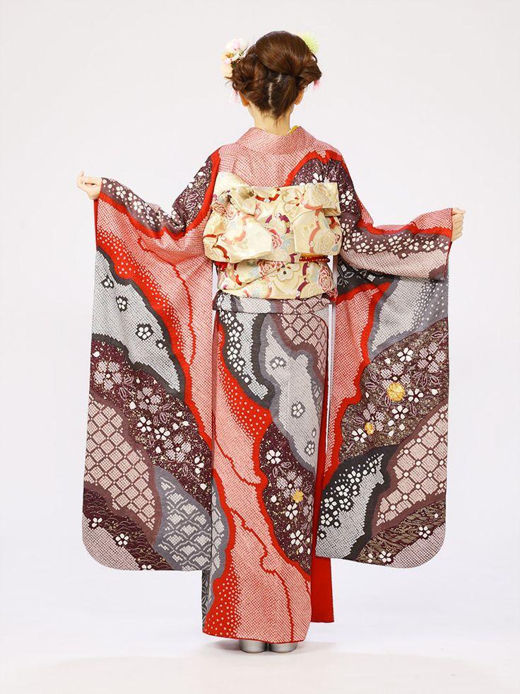 朱赤地の絞りは、結婚式、結納などのあらたまったお席にもピッタリの振袖です。