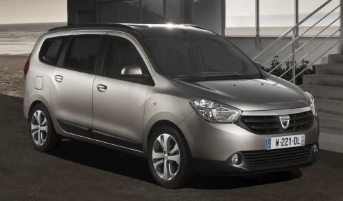 DACIA LODGY - SEVEN-SEATER TOUTS SPACE ON THE CHEAP.