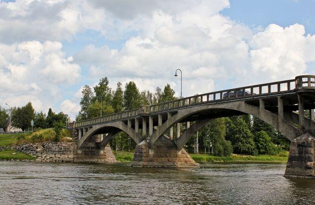 Ehkä kaikkein kaunein silta Kokemäen vanhasilta... Tällä hetkellä korjauksen alla.