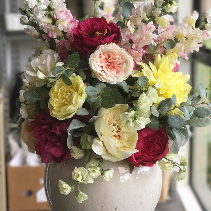 Seriously good silk flowers ready for the stage...available to hire for weddings or corporate events. Simpleaffordable and no unnecessary waste.