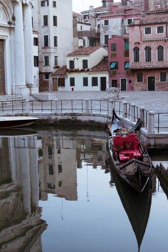 Gondola #venecia #venice #venezia #gondola #italy #italia #photography #maoorozco