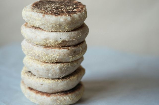 sourdough english muffins by christina // delacasa, #sourdoughsurprises