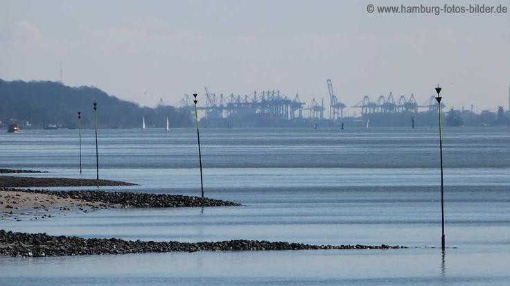 Elbe, Blick zum Hamburger Hafen von der Schiffsbegrüßungsanlage Willkomm Höft in Wedel