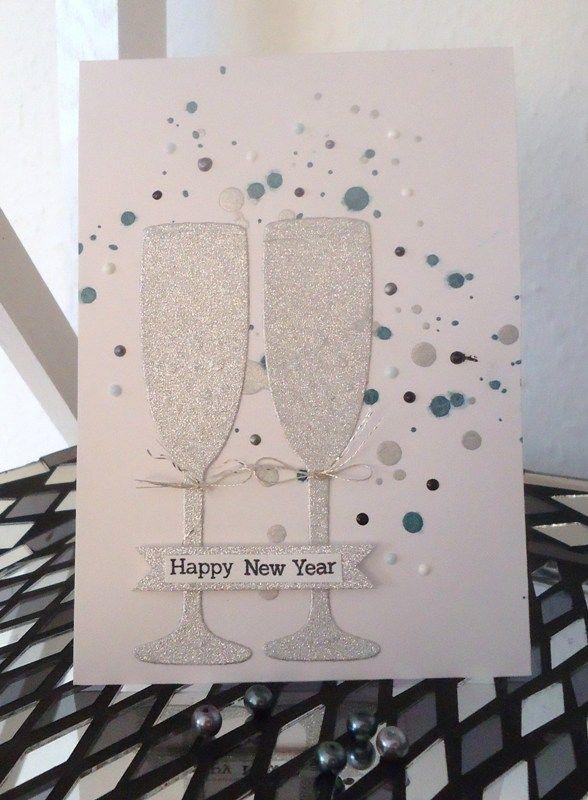 Her på selveste Lillejuleaftensdag har jeg igen et nytårskort at vise jer.Igen er kortet langt flottere end fotoet kan fange. De sølvglitren...