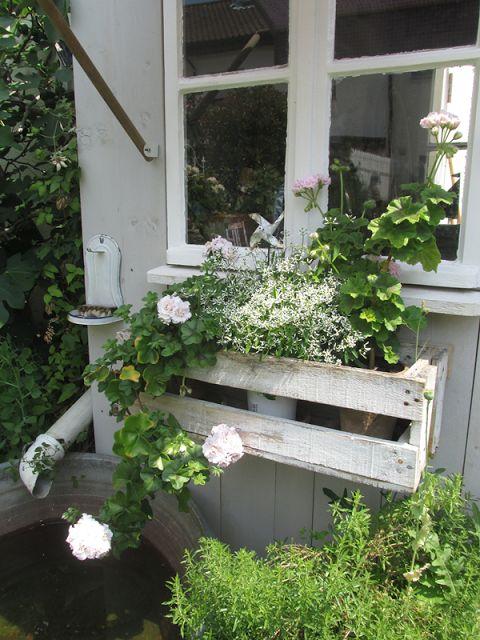 Der Sommer ist da... DIY Blumenkasten aus Paletten