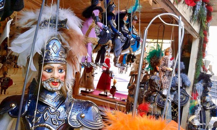 Il pupo siciliano Carlomagno alla mercatino di Natale di Acireale - Sicilian puppet Charlemagne at the Christmas market in Acireale
