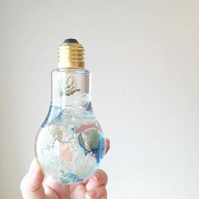 花が舞う爽やかブルーの紫陽花*電球フラワリウム™