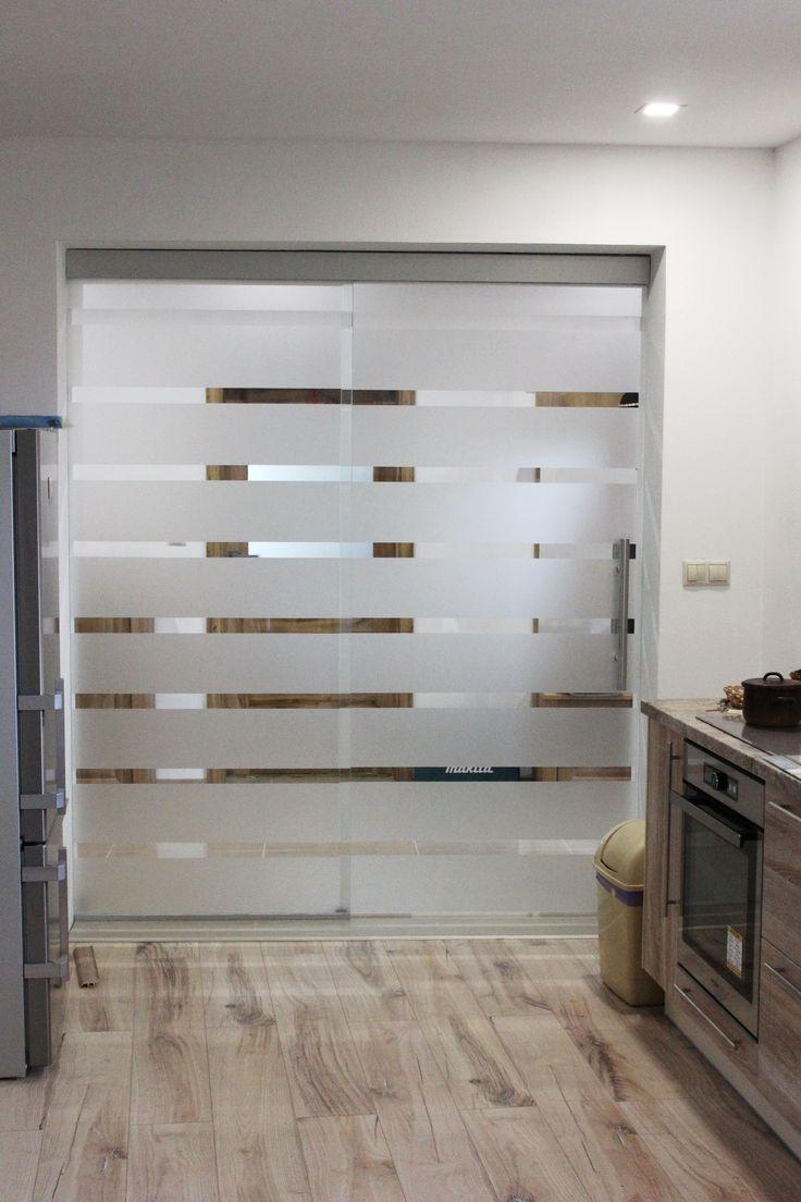 sklenené posuvné dvere s pásikmi 2