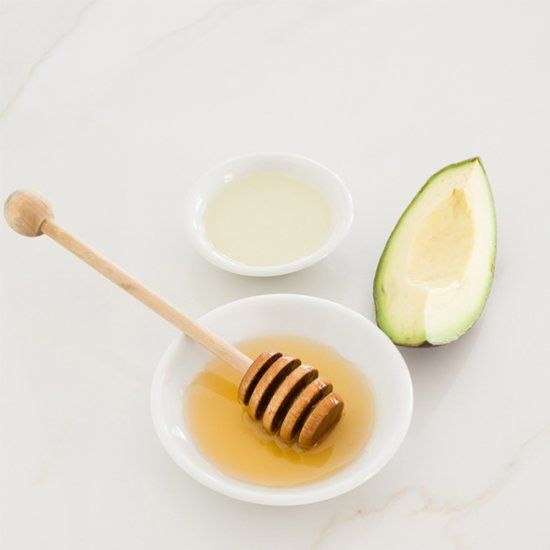 DIY honey hydrating face mask + 2 more tips on how to keep your skin hydrated in winter
