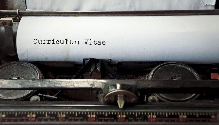 """Confundir los sustantivos con adjetivos, no incluir un resumen ejecutivo o abusar del pronombre """"I"""" (yo) son errores que pueden arruinar nuestro CV."""