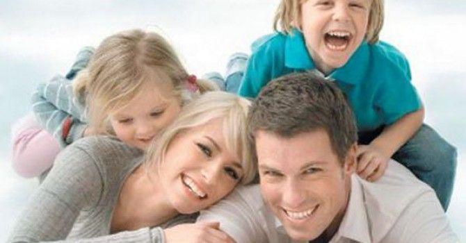 """Evlat edinmeyi düşünen çiftlerin dikkat edeceği konular var. Çocuğu olmayan çiftlerin başvurduğu bir yol olan """"evlat edinme"""" süreci nasıl işliyor? Evlat edinirken istenen belgeler nelerdir?  http://www.haberci.org/haber/evlat-edinmeyi-dusunenler-dikkat-etmeli-9945.html"""