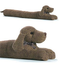 Dachshund Draught Excluder......link doesn't work.....but such a cute idea!! Have to just use a toy pattern I guess.