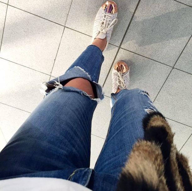 Adidas Superstar Golden Toe sneakers as seen on Moda Tutkusu #adidas #adidassuperstar #mosmoda #sneakers http://www.mosmoda.com/Adidas-Superstar-80-s-Women-White-Rose-Gold-Metal-Toe-Beyaz_69270.html?pa.z=home_page_most_visited