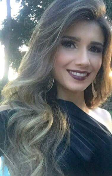 Família Paula Fernandes. Cantora - Brasil