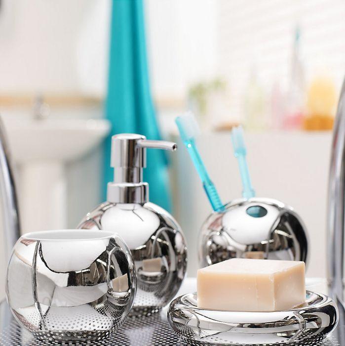 ¡Detalles metálicos en el baño! #Baño #Decoración #Acceosrios #Homecenter #Sodimac