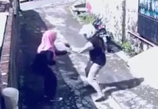 Woman takes Thief's Scooter after he snatches her bag (Real or Fake?)