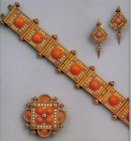 Parure con braccialetto, spilla e orecchini realizzata da Hancock in oro, corallo e smalto con pannelli figurativi di ispirazione assira. 1870