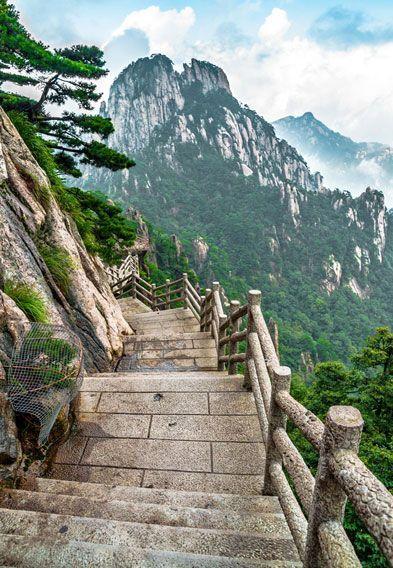 Hiking Mount Huangshan