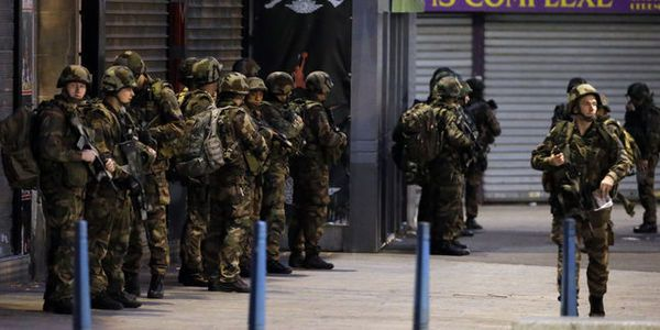 En direct : Hollande ordonne l'«intensification» des frappes contre l'EI en Syrie comme en Irak