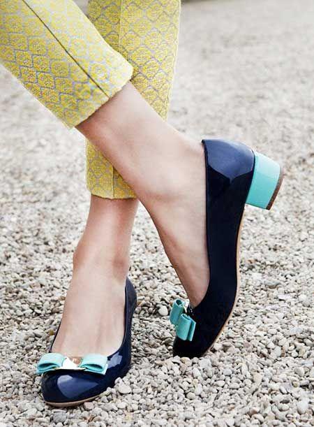 Farklı tonlarının bir arada bulunduğu ayakkabılar, monokrom ya da sade kombinlerinizle uyum içinde olacaktır.