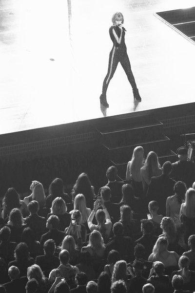 Taylor Swift Photos - The 58th GRAMMY Awards - Roaming Show - Zimbio