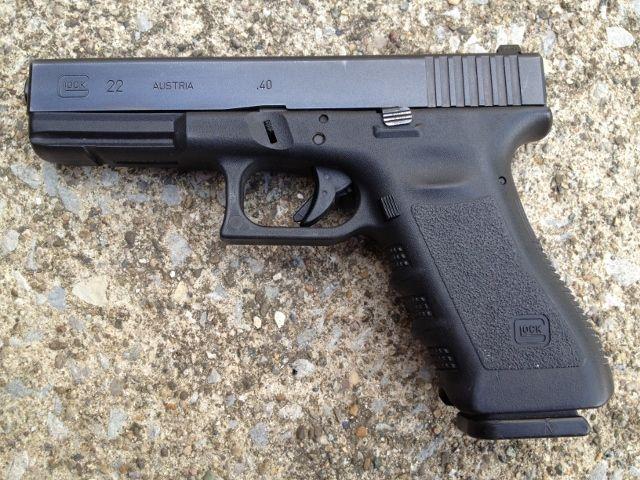Glock 22 40S&W Pistol w/ Night Sights- Very Good Condition