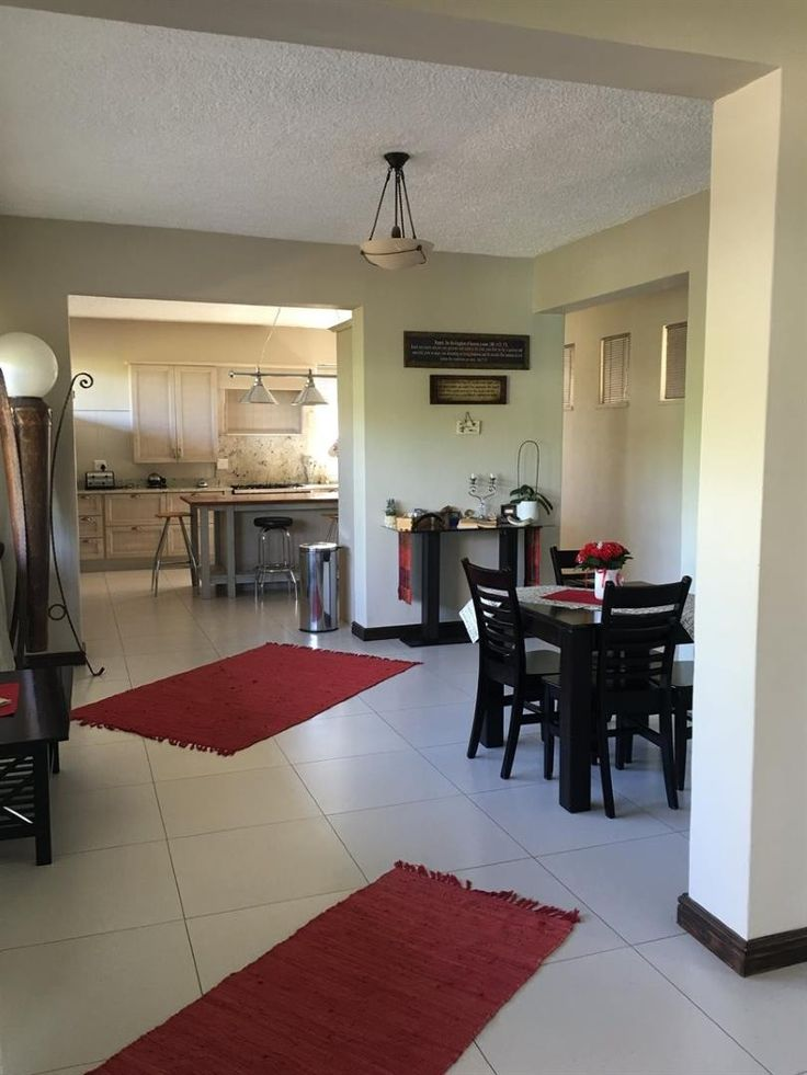 4 Bedroom House for sale in Upington & Ext - P24-104512377
