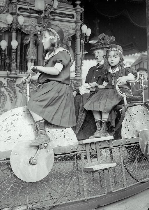 Luna Park, Paris, 1910 that little girl is gorgeous