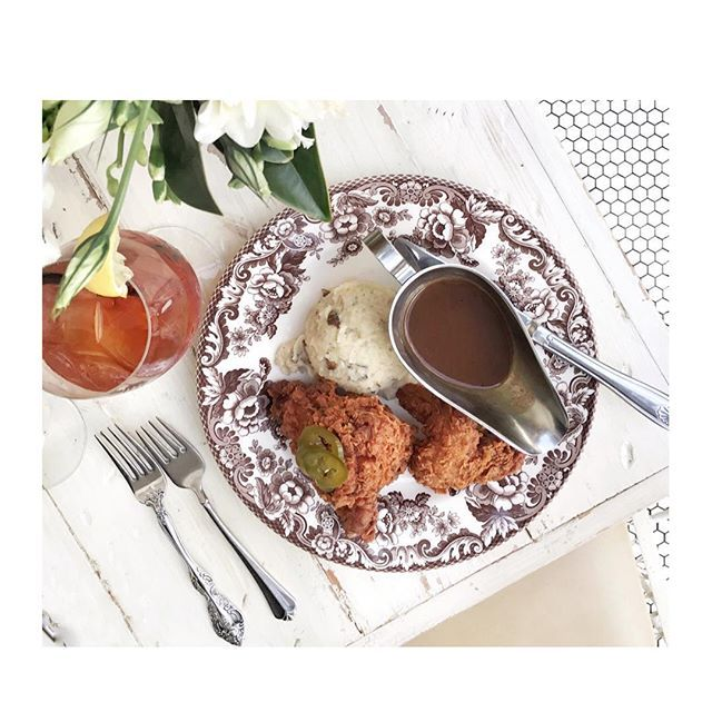 Breakfast in #Dallas - #friedchicken #mashedpotatoes #sweettea #biscuits #honeybutter #gravy - just kidding it's @em_note's casual lunch yesterday, at the wonderful #Southern restaurant @sissyssouthernkitchen  #GDDallasFavorites