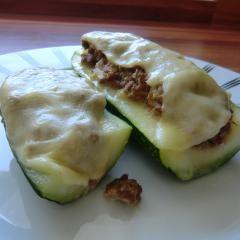 Gefüllte Zucchini mit Hack und 87.000 weitere Rezepte entdecken auf DasKochrezept.de