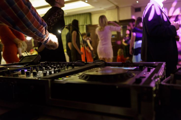 DJ Botez Bucuresti, Vivel Sound & Music partener DA! Photography, fotograf botez Bucuresti la preturi accesibile. Fotografii acasa, biserica, restaurant.