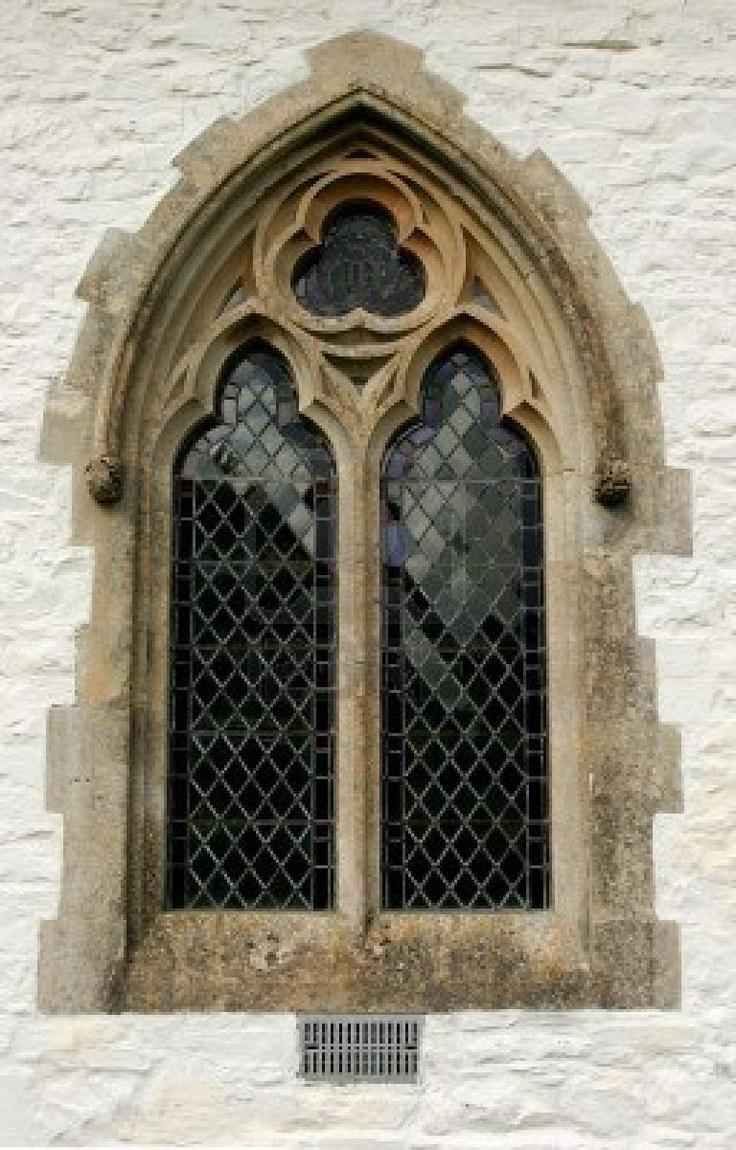969522-gothic-verbleites-glas-fenster-innerhalb-einer-festgelegten-kalk-gewaschen-steinkirche-wand.jpg (256×400)