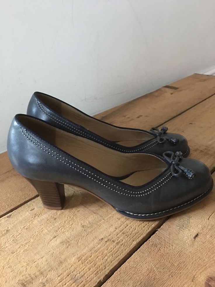 UK SIZE 5 WOMENS CLARKS BLUE LEATHER COURT SHOE VINTAGE LOOK BOW STITCH DETAIL