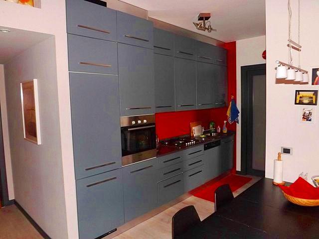 La cucina dell'appartamento che proponiamo in centro a #Padova. Per info: info@pianetacasapadova.it, o 049/8766222.