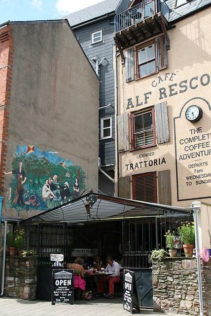 The famous Cafe Alf Resco, Lower Street, #Dartmouth.  Best place for breakfast? www.cafealfresco.co.uk  www.bythedart.tv