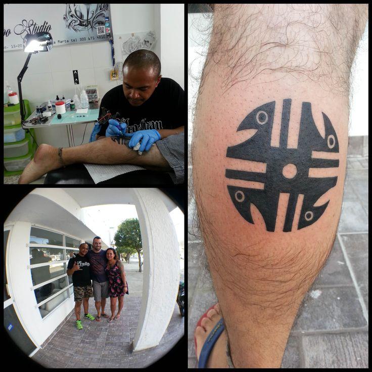 Huso Quimbaya, colombian art tattoo, Huso quimbaya arte colombiano tatuaje en pierna by Tattooist Castro para Rodadero Ink en Santa Marta Colombia