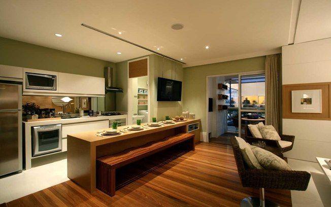 Pisos diferentes em harmonia - Arquitetura - TV que corre no vão do teto